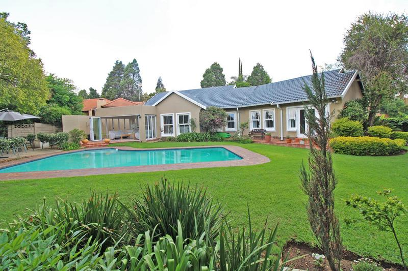 Property For Sale in Lonehill, Sandton 19