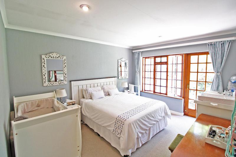 Property For Sale in Lonehill, Sandton 12